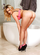 Arresting blonde MILF Mia Malkova showing her stretching skills here