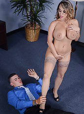 Remarkable MILF Holly Halston doing a blowjob and getting a cumshot