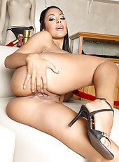 Incredibly hot brunette lady Nina Mercedez strips in the sex museum