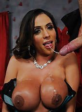 Gentle hooker Ariella Ferrera knows how to make her friend entirely satisfied