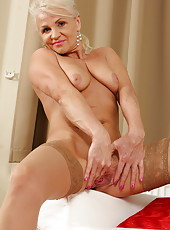 47 year old inez from AllOver30 spreading nylon colver legs in here