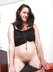 Elegant and brunette Suzanne from AllOver30 shoing off pussy hair