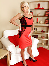 Blonde and elegant Inez from AllOver30 showing off her mature body