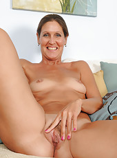 Horny mature 50 year old LA Valkenberg spreading her slick pussy