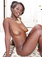 Ebony MILF Sayanna Monroe slips off her elegant dress to spread