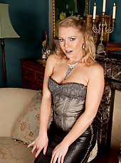 Anilos classic beauty Abi Toyne peels down her tight leather skirt