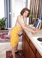 Anilos granny bakes cock cookies while nude under her apron