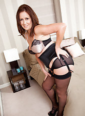 Sweet Carol Foxwell is milf you can