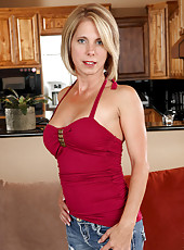 Anilos Jenny Mason is one sexy milf in her tight blue jeans