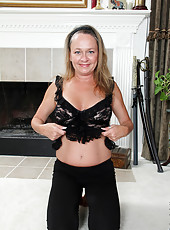 Sexy mature Kashmir still has that flexible tight body for sex