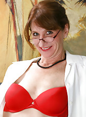 Hottie cougar Kimberly wears her red hot bra and proudly flaunting her curvy body