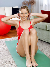 Mature cougar leticia performs her yoga routine and shows off her flexibility