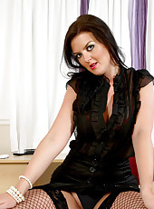 Anilos Vixen flaunts her mature cougar frame in an alluring black dress