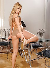 Hot young blond does great sripping