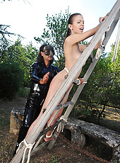 Outdoor spanking session for Eufrat