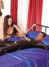 Bound leather guy blown by mistress