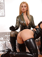 MILF in Boots