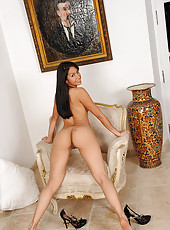Ruth Medina shows us her pussy!