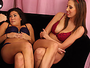 Kelly Divine and London Keys blows a big fat dick together
