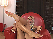 Sexy blond Lea shows off her hot feet and suckable toes