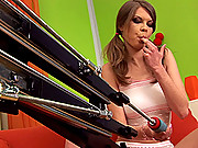 Sexy babe Kelly getting pounded hard by a fucking machine