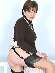 Sexy mature legs in seamed nylons