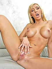 Jessica Lynn hangs with the girls before a last minute fuck