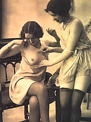 Several ladies from the 1920s showing their natural body