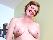 Anilos Ray Lynn fucks her mature granny pussy and ass with two toys