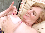 Ray Lynn power pumps her hairy granny pussy with a toy