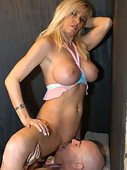 Hardcore blonde mom with nice bangers