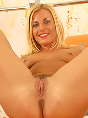 After a heated workout gorgeous MILF Janet M flexes her pussy