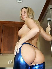 Big Booty Housewife