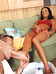Tanned Shlina Devine doing footjob & gets her feet cummed
