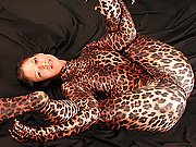 Spandex Susi spreading legs in tiger spandex outfit