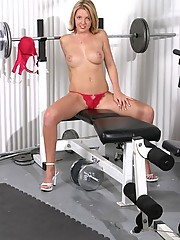 Chelci Fox getting horny at the gym in her underwear