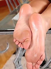 Hot lesbians Massey & Sophia Knight having foot fetish sex