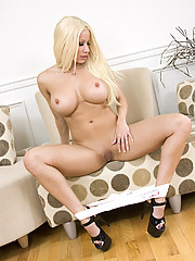 """""""Gorgeous blonde bombshell Gina Lynn plays with her tits"""""""