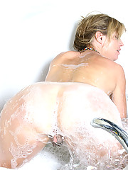 Nude mature housewife Rosetta gets soaking wet in the bath tub