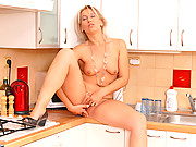 Anilos Samantha White fingers her shaved pussy on the kitchen counter