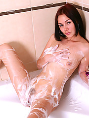 Fantastic amateur Midge shares us her bathroom naughtiness in the nude sponging soaps and showering fresh pussy