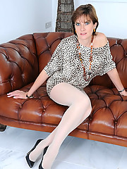 Milf masturbates in sheer pantyhose