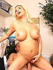 Diamond Foxxx is a sexy milf who loves fucking young hard cocks