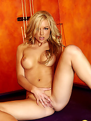 Kayden Kross making playing pool very difficult