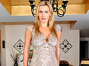 Heavenly Anilos Tanya Tate fingers her shaved pussy