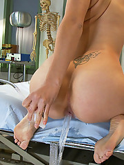 Nurse Bobbi Starr