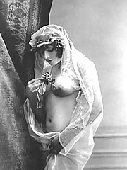 Naked vintage chicks wearing hats pictures