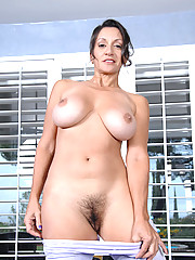 Sexy Persia Monir ends up masturbating with a magic wand after a naked yoga routine