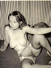 Some vintage amateur chicks are posing naked