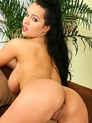 Laura Lion rides that little sex toy like a pro